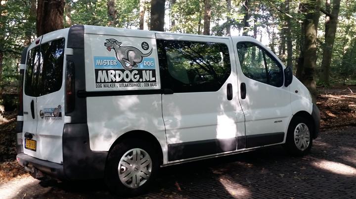 Hondenbus in het Haagse Bos